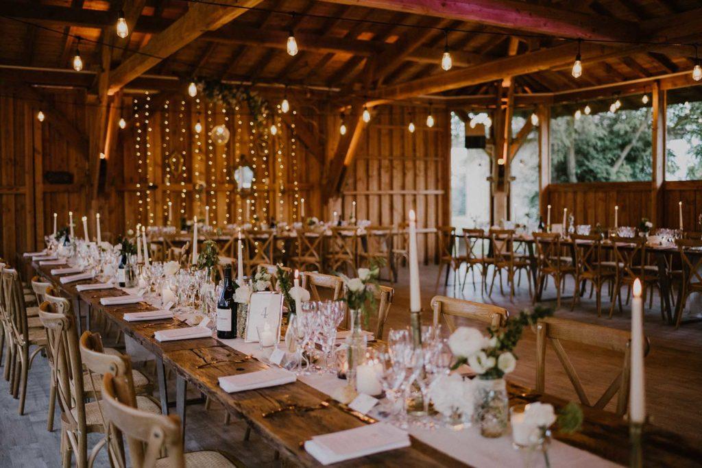 lieu de réception du domaine du beyssac avec une installation banquet