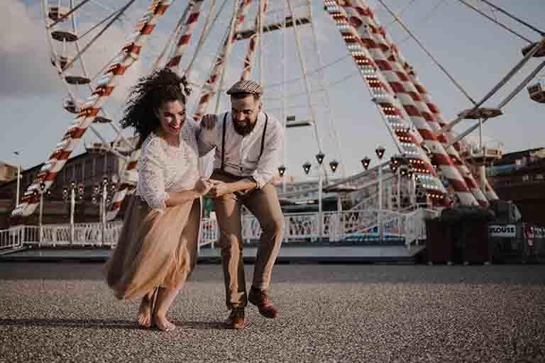 couple dansant a Toulouse, séance engagement à toulouse
